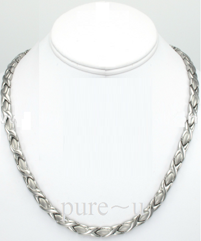 Silver-Kiss Style Necklace